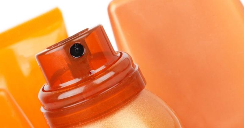 En närbild på en brun utan sol-flaska.